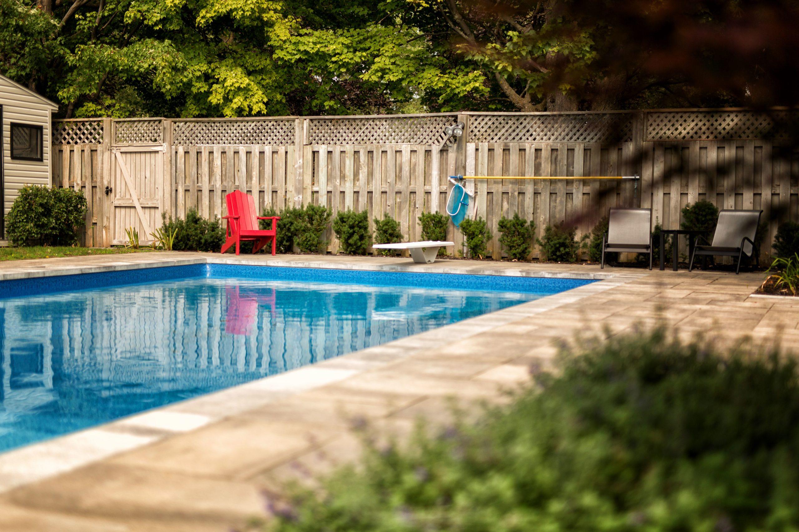 cour-arriere-02-contour-piscine
