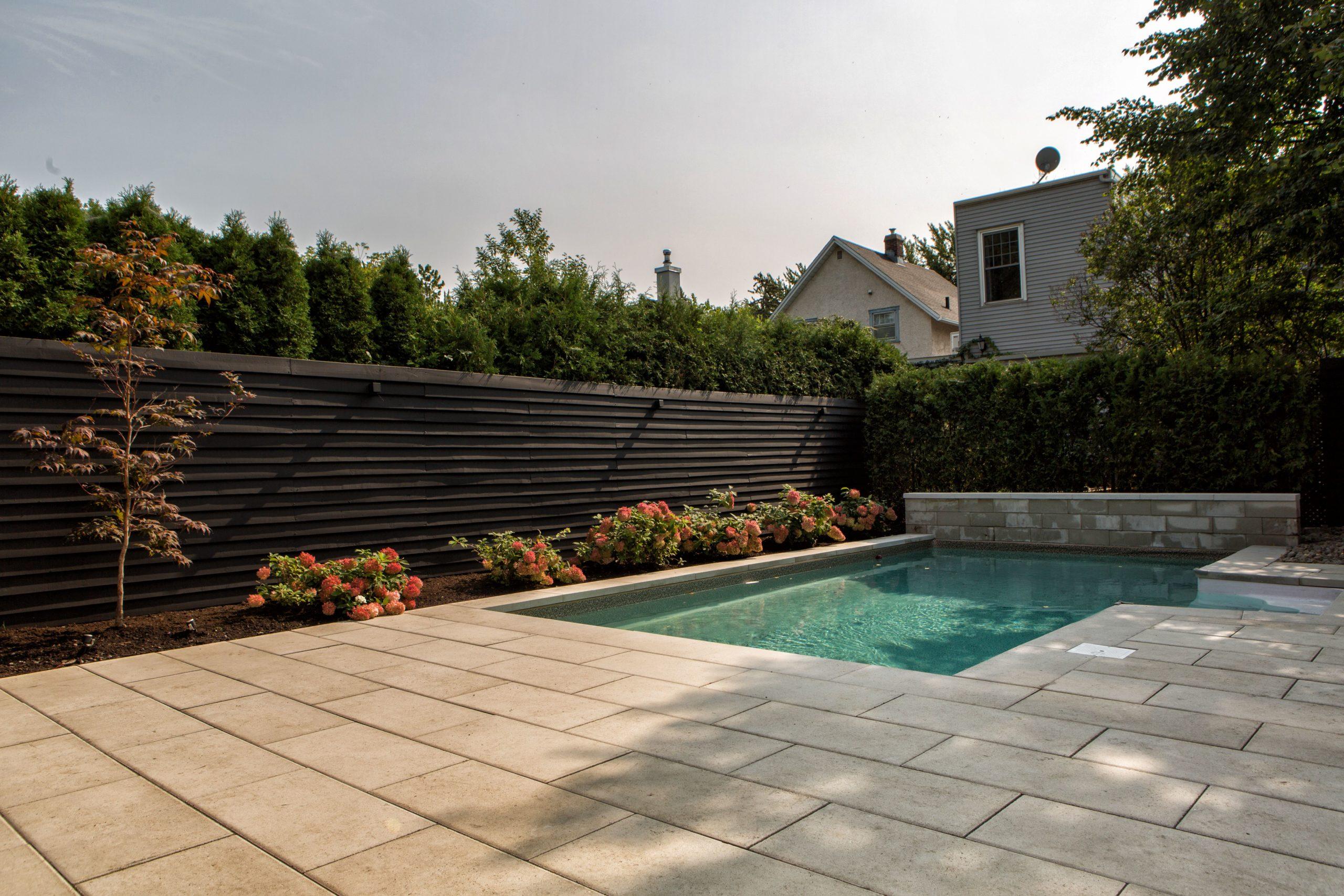cour-arriere-05-contour-piscine
