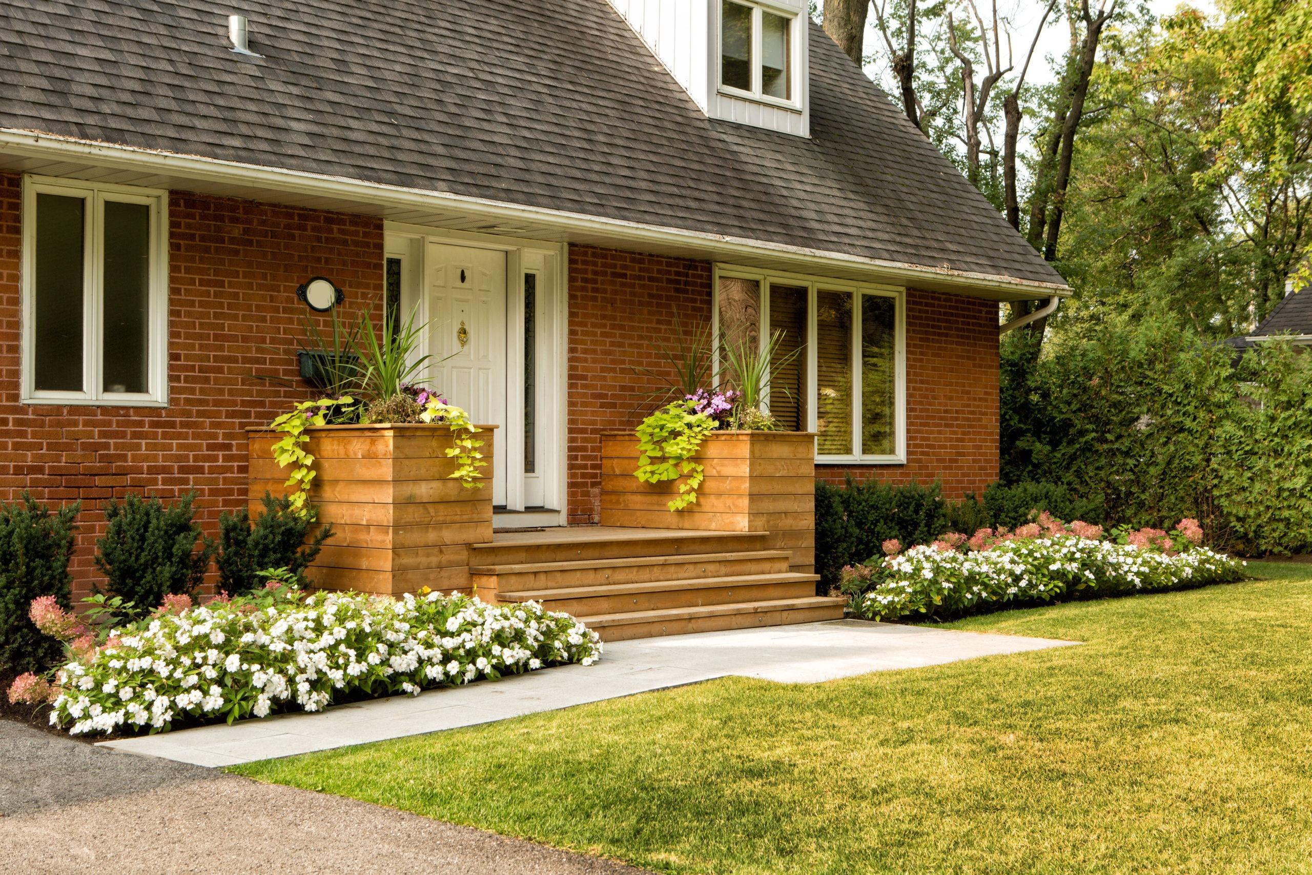 devant-maison-05-plantation-terrasse-bois-alle-tourbe